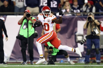 Chiefs' Tyreek Hill expected to miss 4-6 weeks with brokencollarbone