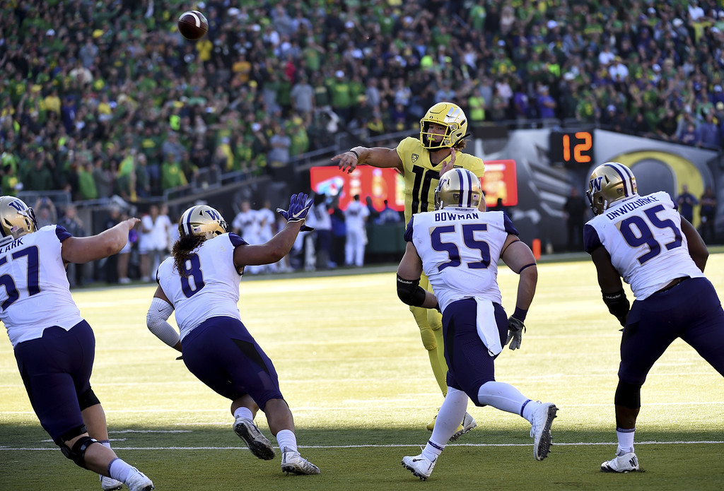 Oregon Ducks quarterback Justin Herbert throws a pass against the Washington Huskies