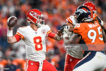 Chiefs defeat Broncos despite losing Mahomes to injury