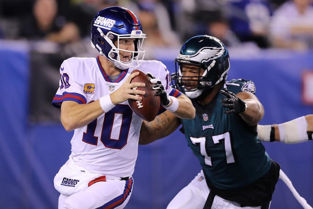 Former Philadelphia Eagles defensive end Michael Bennett attempts to sack Eli Manning against the New York Giants