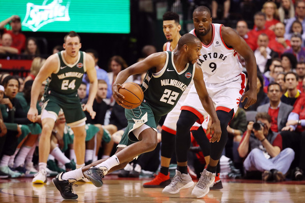 Bucks' Middleton to miss three-to-four weeks with left thigh contusion