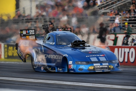 Hagan claims Funny Car top spot on Friday at 2019 Auto Club Finals