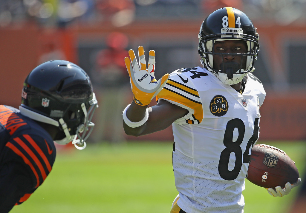 Former Pittsburgh Steelers wide receiver Antonio Brown runs with the ball after making a reception against the Chicago Bears