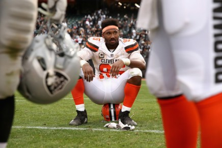Browns' Garrett losses his cool, assaults Rudolph