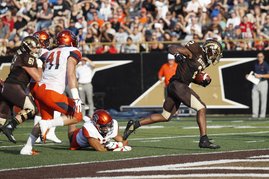 Western Michigan Broncos running back LeVante Bellamy breaks a tackle and scores on a seven-yard rushing touchdown against the Syracuse Orange