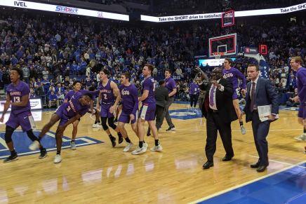 Evansville upsets first ranked team, No. 1Kentucky