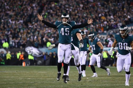 Eagles re-sign long snapper Lovato to deal through 2023 season