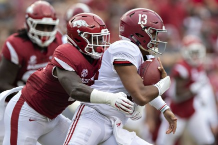Crimson Tide's Tagovailoa injures hip vs. Mississippi State