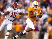 Tennessee Volunteers wide receiver Jauan Jennings makes a catch against the Alabama Crimson Tide