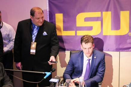 Joe Burrow wins the 2019 Heisman Trophy Award