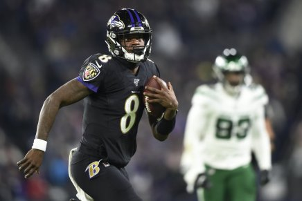 Ravens beat down Jets, as Jackson has five TD's