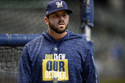 Reds, Moustakas agree to four-year deal