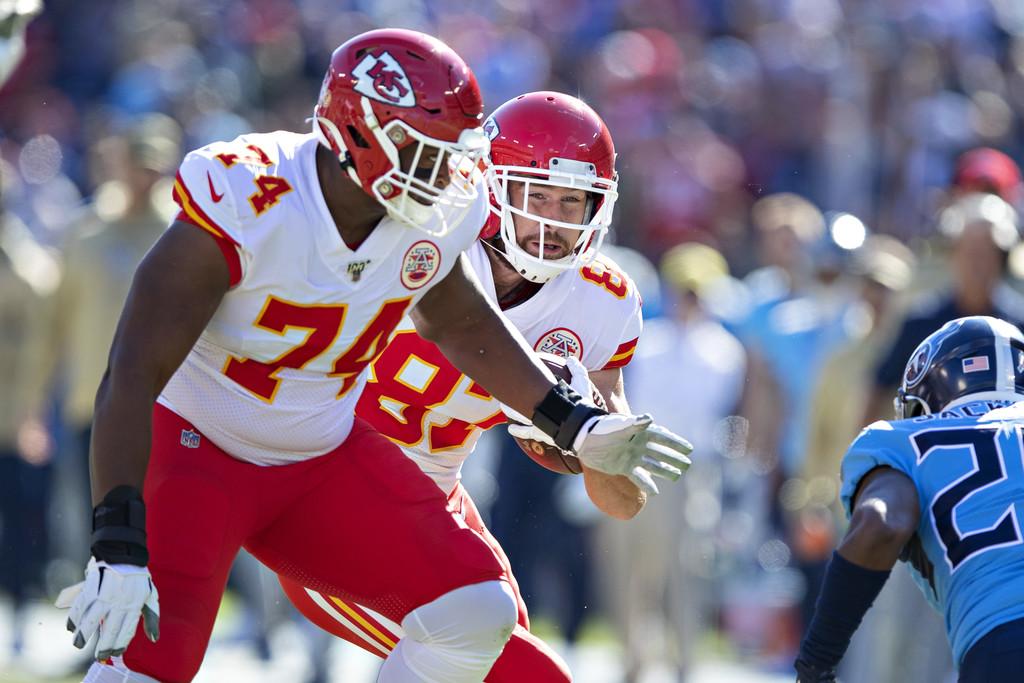 Kansas City Chiefs tight end Travis Kelce runs behind Martinas Rankin against the Tennessee Titans