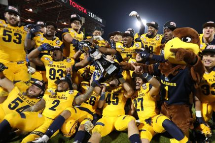 Golden Flashes win first Bowl game in 2019 Frisco Bowl