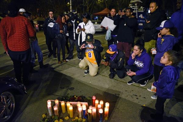 Fans attend Kobe Bryant vigil