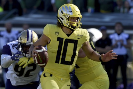 Ducks squeak by Badgers at 2020 Rose Bowl Game