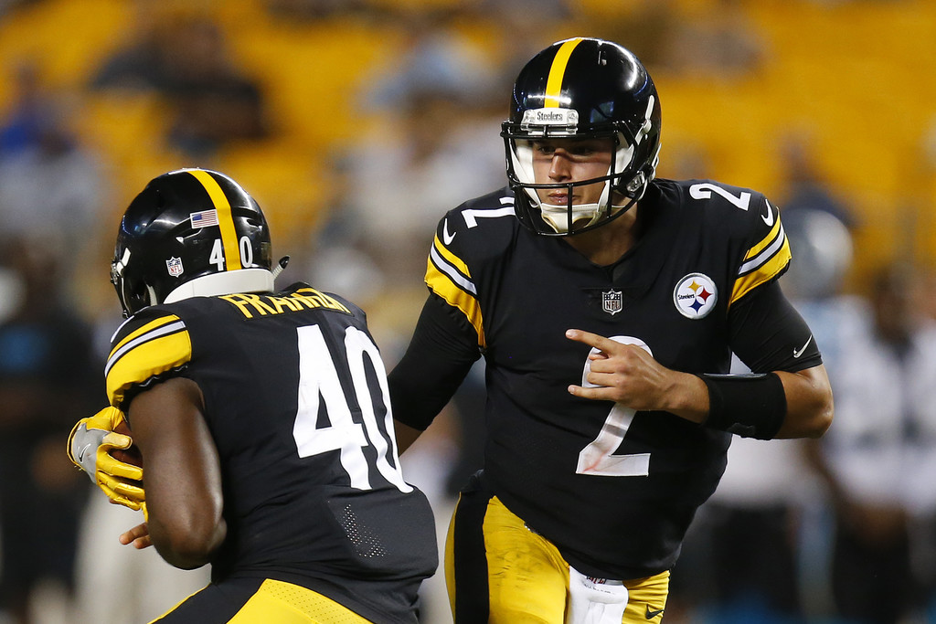 Pittsburgh Steelers quarterback Mason Rudolph handles the ball off to Jarvion Franklin against the Carolina Panthers