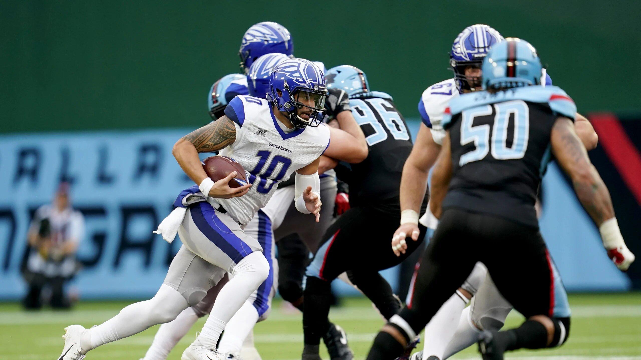 St. Louis BattleHawks quarterback Jordan Ta'amu rushes the ball against the Dallas Renegades