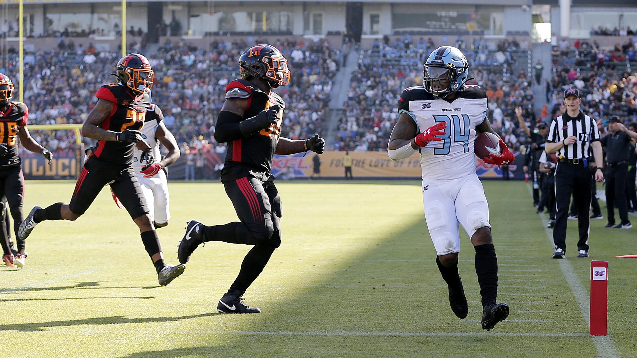 Dallas Renegades running back Cameron Artis-Payne scores a touchdown against the Los Angeles Wildcats