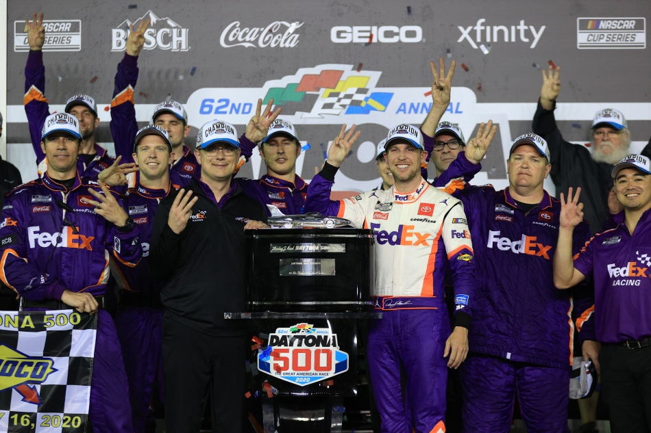 Hamlin wins second straight Daytona 500 amid concern for Newman