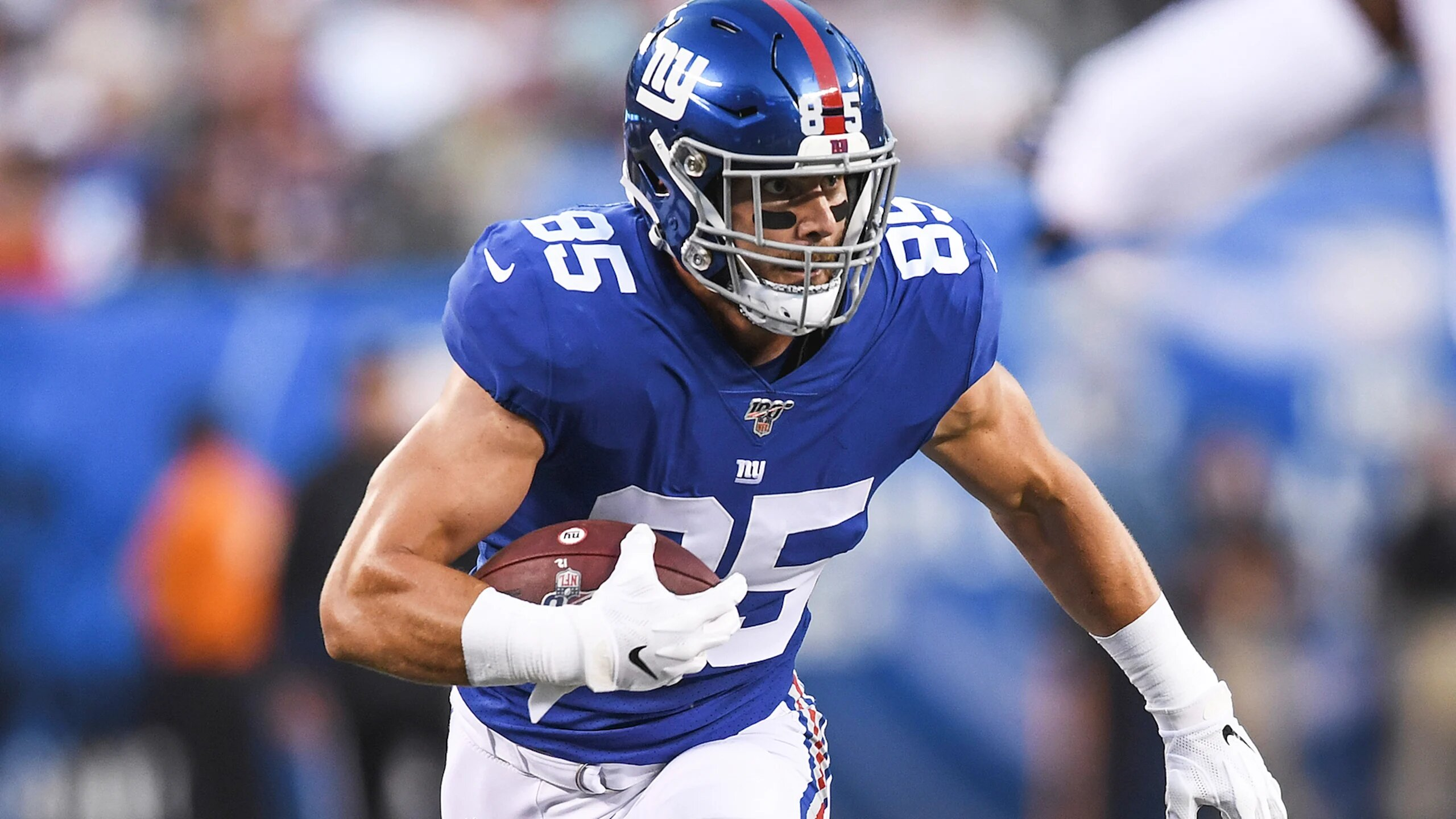 Former New York Giants tight end Rhett Ellison running with the football after a reception
