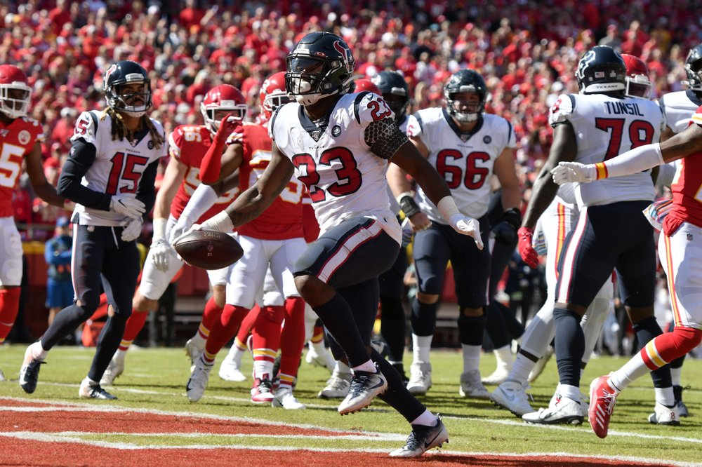 Former Houston Texans running back Carlos Hyde scores a touchdown against the Kansas City Chiefs