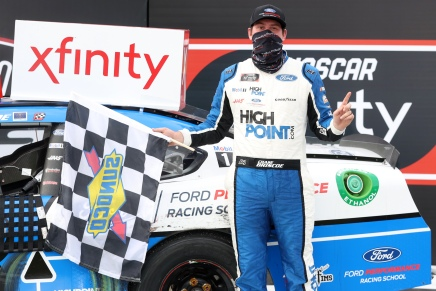 Briscoe wins Toyota 200 after his child's death
