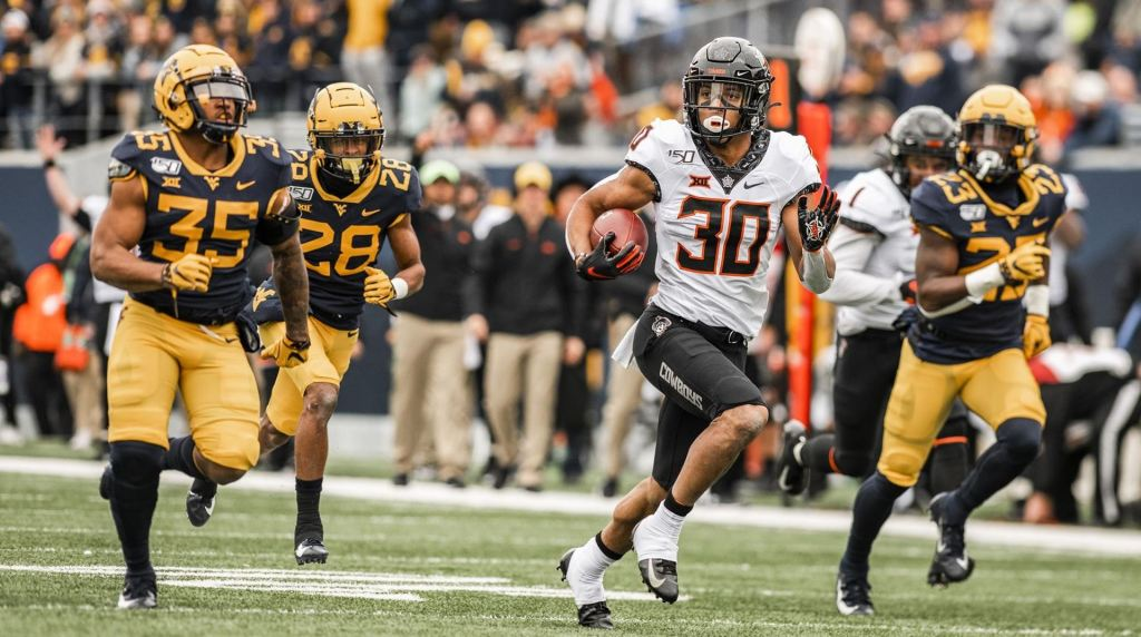 Oklahoma State Cowboys running back Chuba Hubbard rushing the ball against the West Virginia Mountaineers