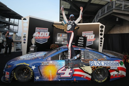 Harvick wins the 2020 Big Machine Hand Sanitizer 400