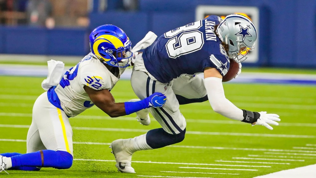 Dallas Cowboys tight end Blake Jarwin makes a reception against the Los Angeles Rams