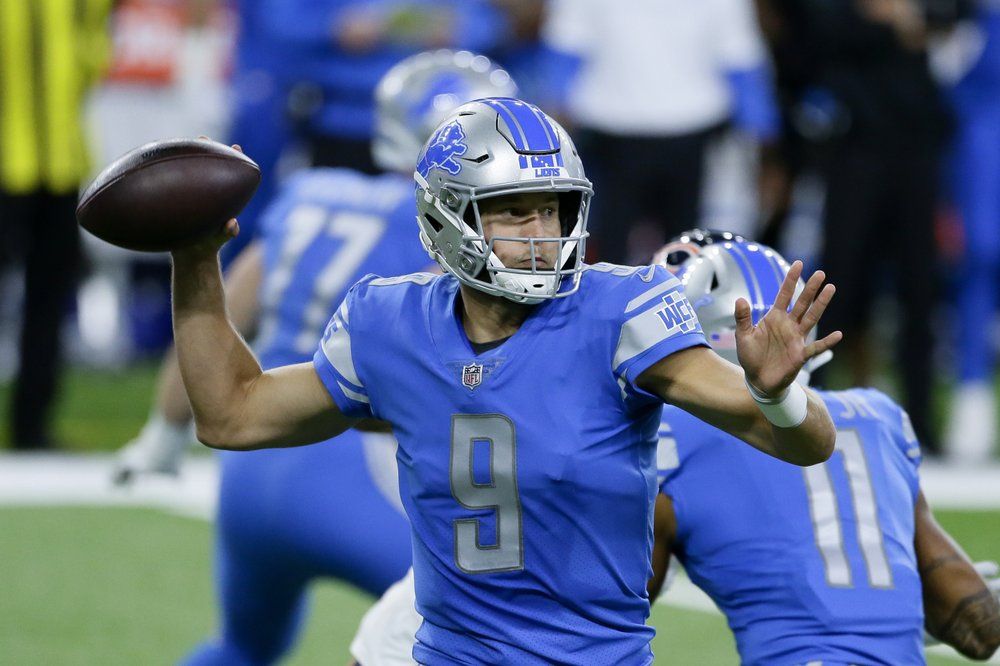 Detroit Lions quarterback Matthew Stafford throws a pass against the Chicago Bears