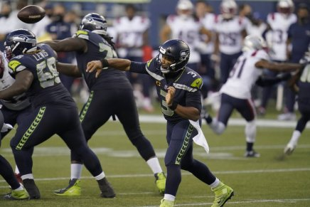 Wilson throws 5 TD's in Seahawks win over Patriots at CenturyLink Field