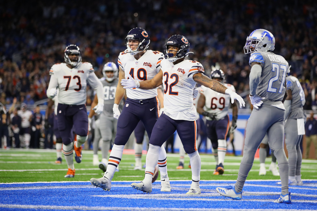 Chicago Bears running back David Montgomery celebrates a fourth-quarter touchdown with his teammates against the Detroit Lions