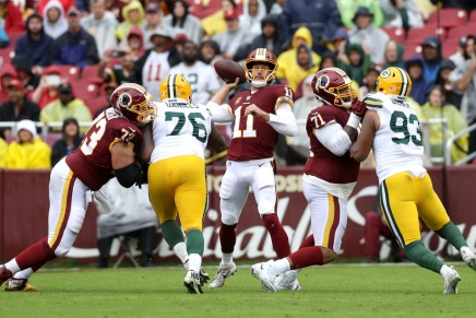 WFT's Alex Smith plays in an NFL gameagain