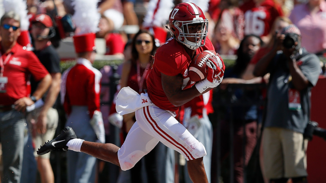 Alabama Crimson Tide wide receiver Jaylen Waddle pulls in a touchdown reception against the Louisiana Ragin' Cajuns