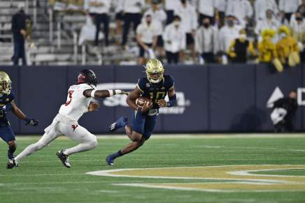 Yellow Jackets overcome two deficits, defeat Cardinals 46-27 inAtlanta