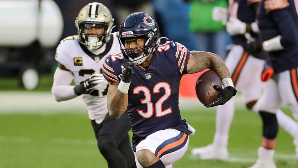 Chicago Bears running back David Montgomery carries the football against the New Orleans Saints