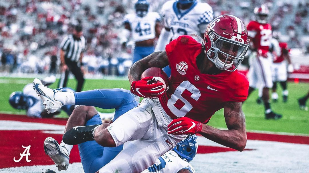Alabama Crimson Tide wide receiver DeVonta Smith makes a touchdown reception against the Kentucky Wildcats
