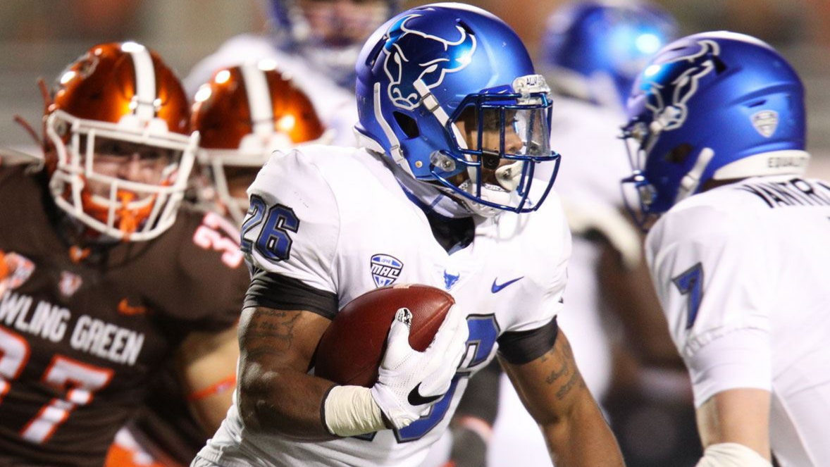 Buffalo Bulls running back Jaret Patterson carries the ball against the Bowling Green Falcons