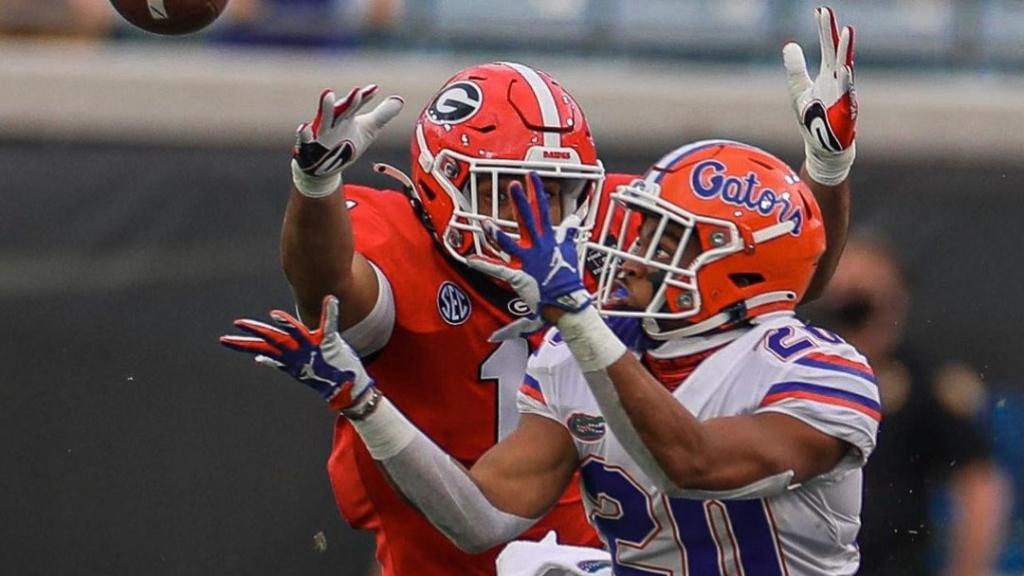 Florida Gators running back Malik Davis makes a reception against the Georgia Bulldogs