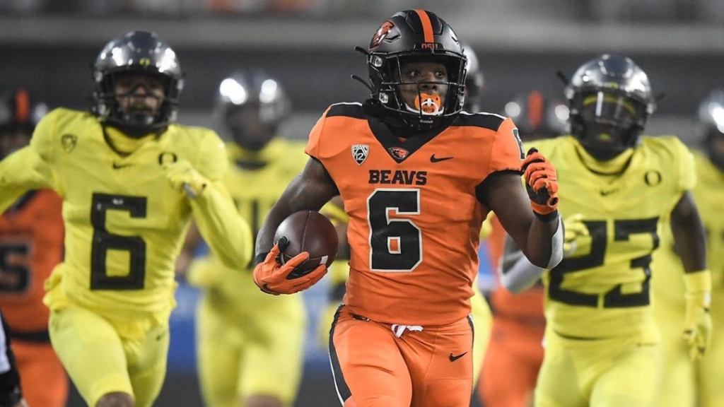 Oregon State Beavers running back Jermar Jefferson rushes for a touchdown against the Oregon Ducks