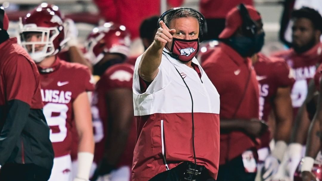 Arkansas coach Pittman (COVID) sidelined for Gators game