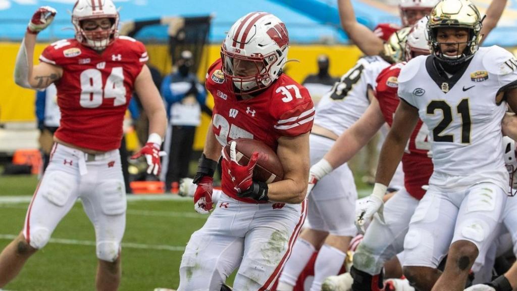 Wisconsin Badgers running back Garrett Groshek scores a rushing touchdown against the Wake Forest Demon Deacons