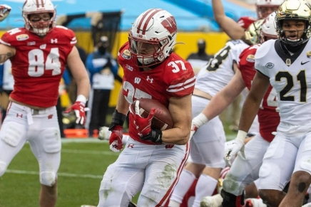 Badgers beat down Demon Deacons with 42 points in the inaugural Duke's MayoBowl
