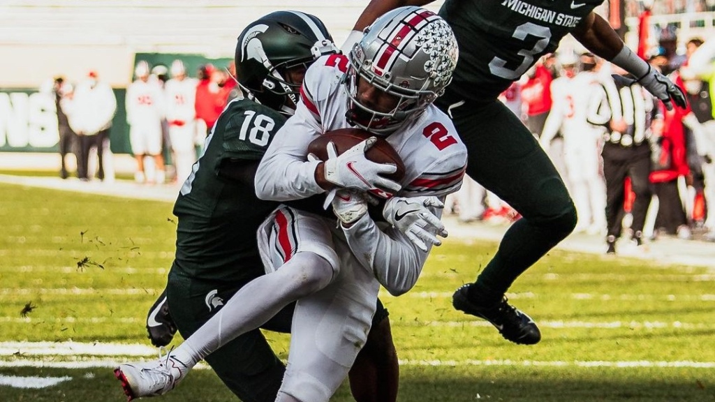 Ohio State Buckeyes wide receiver Chris Olave makes a reception against the Michigan State Spartans