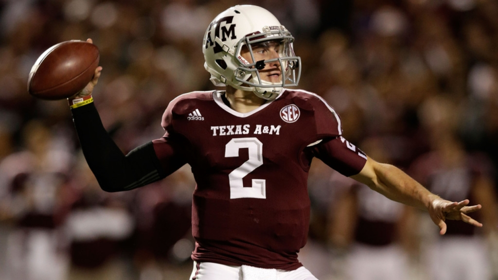 Texas A&M Aggies quarterback Johnny Manziel looks to throw the football against the Missouri Tigers