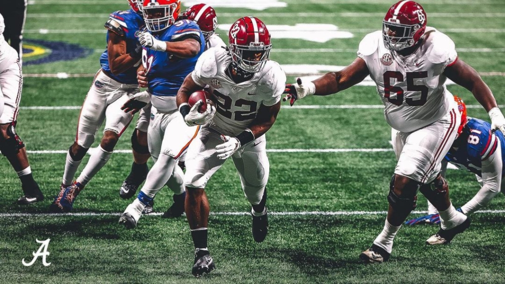 Alabama Crimson Tide running back Najee Harris scores a touchdown against the Florida Gators