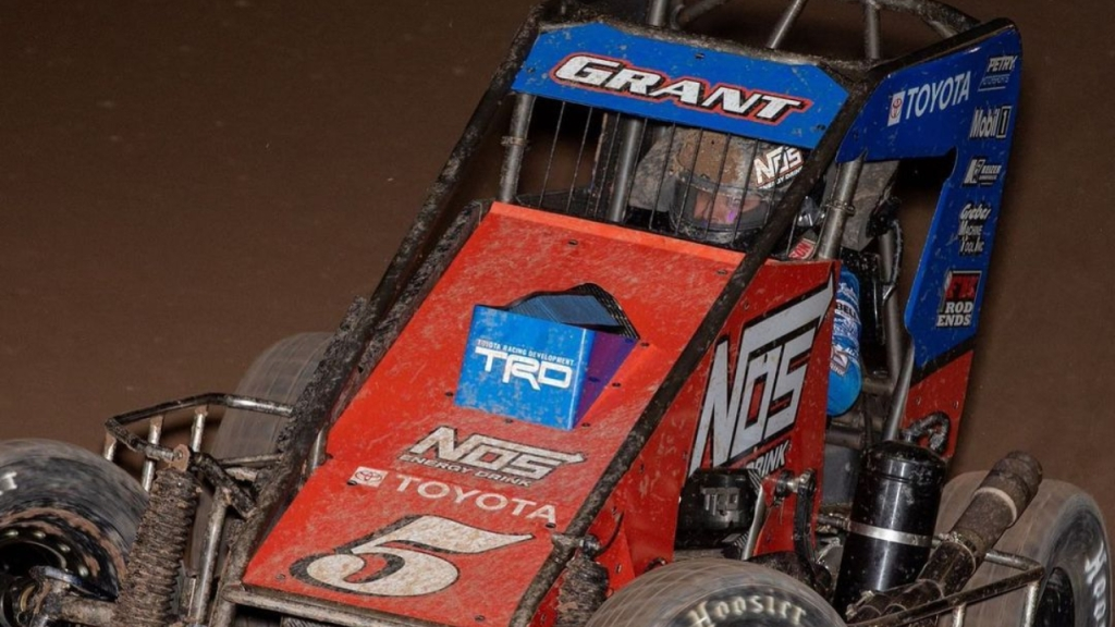 NOS Energy Drink Sprint Car driver Justin Grant going around the track in a USAC event