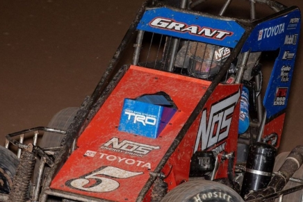 Grant wins Friday feature before Chili Bowl Nationals ChampionshipSaturday