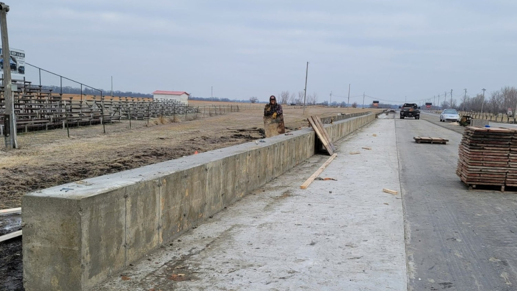 Mo-Kan Dragway concrete barrier wall
